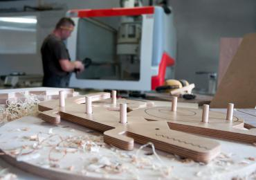 02 wooli in the carpentry workshop